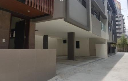 TOWNHOUSE FOR SALE: Palm Village, Makati City